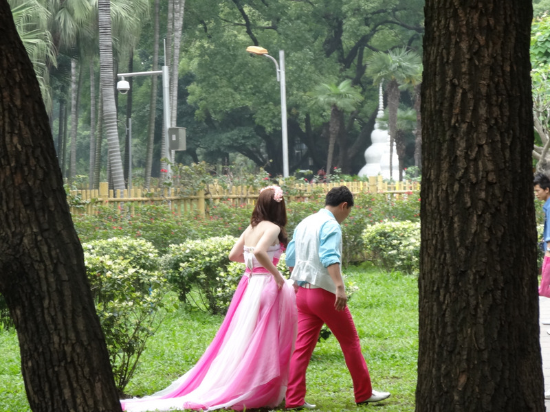 Brides and grooms do photo shoots the week before the wedding so that they can have the photo book at the reception.